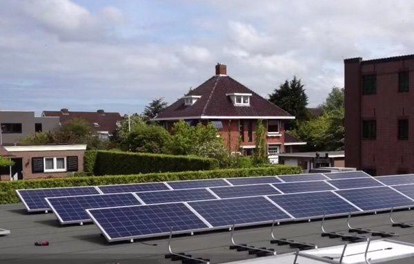 Oegstgeesterweg Rijnsburg: zes huizen, 176 panelen SolarWatt