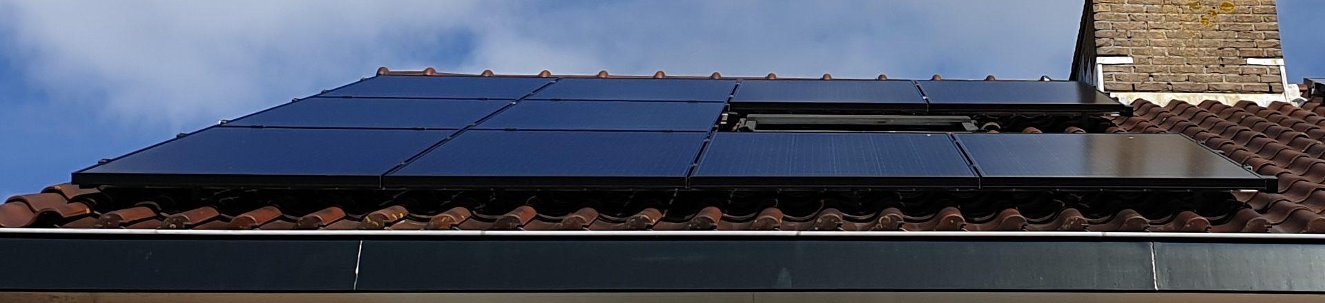Tien solarwatt glas-glas zonnepanelen met micro-omvormers bij familie van Duijn