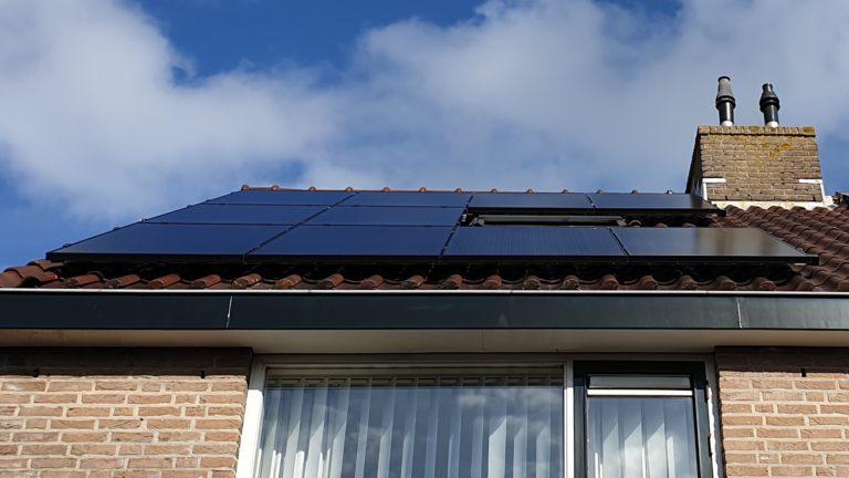 Katwijk – 10 Solarwatt glas-glas zonnepanelen met APSystems micro-omvormers