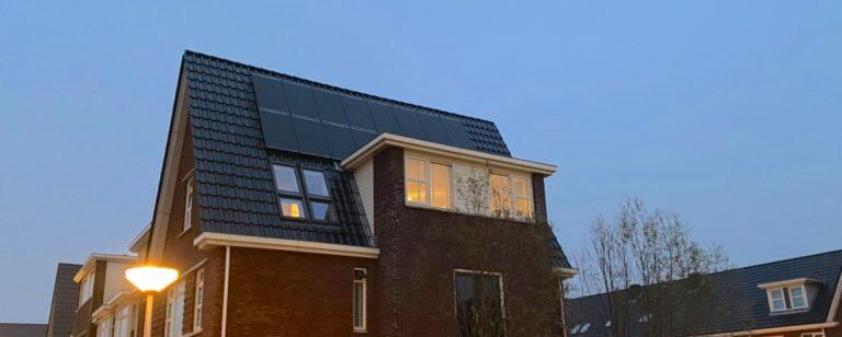 Zestien Solarwatt glas-glas zonnepanelen met SMA STP4 omvormer